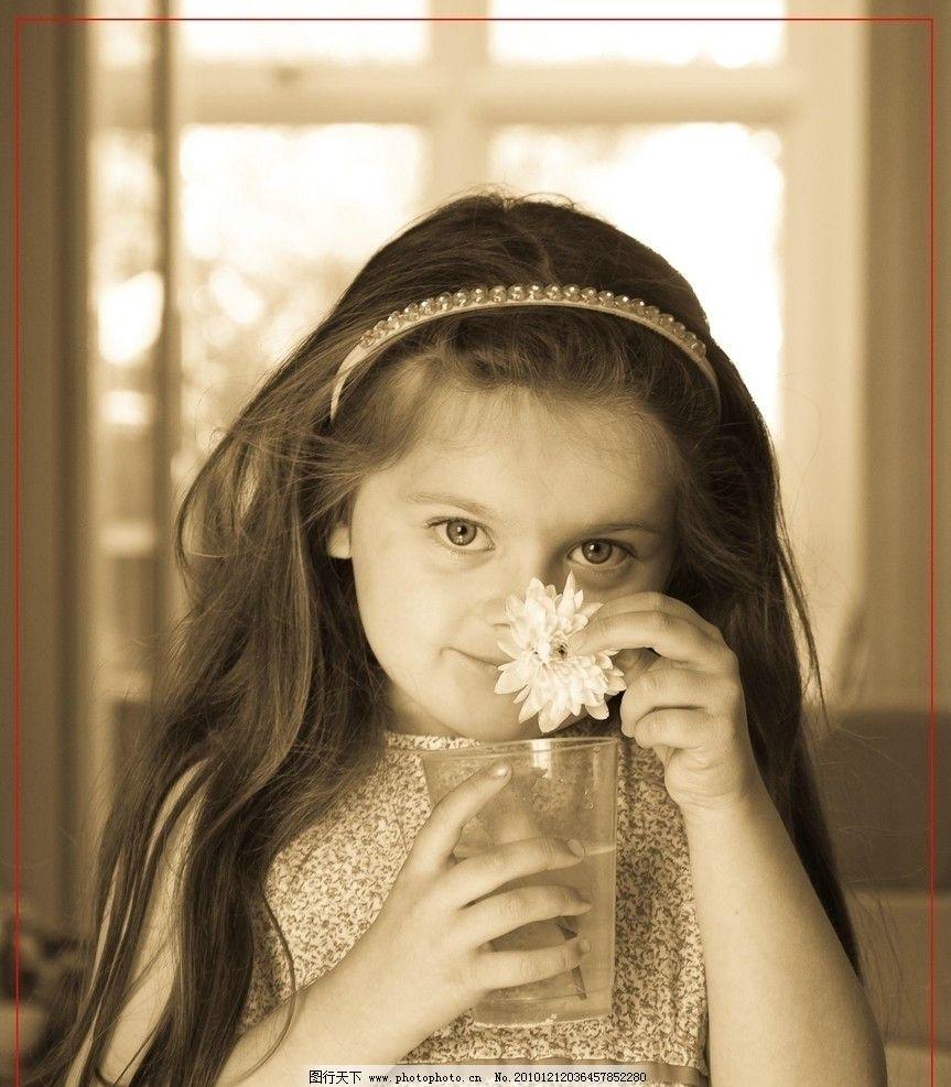 自然表情 小花 茶杯 儿童时代 外国儿童 室内写真 复旧版式照 可爱的