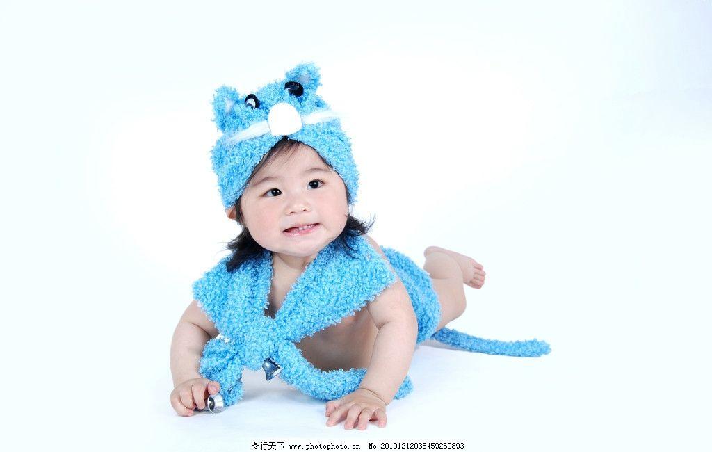 孩提时期 小女孩 女童 猫咪帽 吊肩裙 漂亮打扮 可爱的脸 张嘴大笑 两