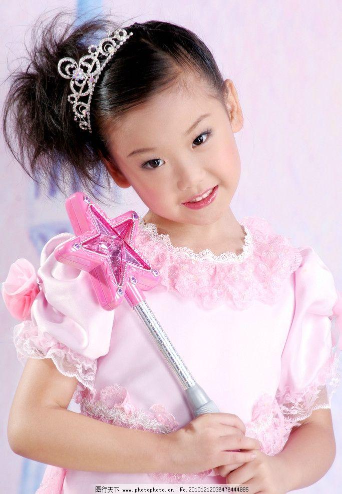 美丽 小公主 小女孩 长相漂亮 纯真可爱 皇冠发饰 漂亮裙装 美丽小