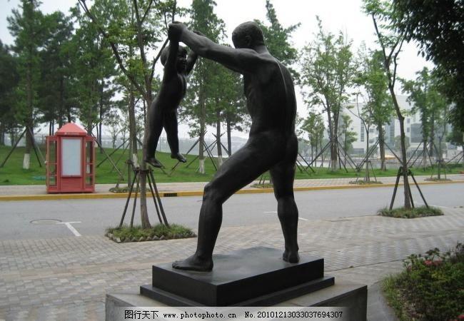 北欧风情人物雕塑图片素材下载 北欧风情人物雕塑 父子 雕塑 大人小孩