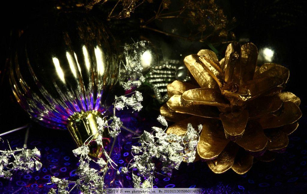 圣诞节背景 圣诞球 彩球 圣诞 圣诞节 圣诞素材 圣诞背景 圣诞海报 丝带 彩带 圣诞球背景 节日贺卡 新年贺卡 卡片 节日素材 节日 贺卡 装饰 海报 展板 底图 背景 底纹圣诞主题 节日庆祝 文化艺术 摄影 300DPI JPG