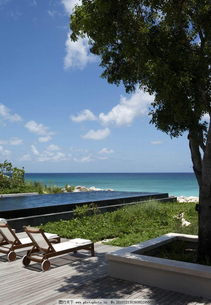 豪华度假酒店海边 豪华 度假 酒店 海边 躺椅 风景优美 大树 蓝天