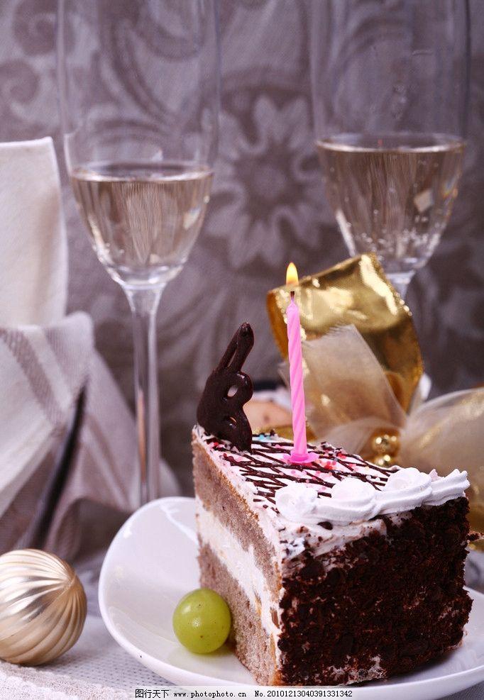 圣诞甜品 圣诞节 点心 红酒 蜡烛 烂漫 情调 餐桌 美食 食物 欧式蛋糕