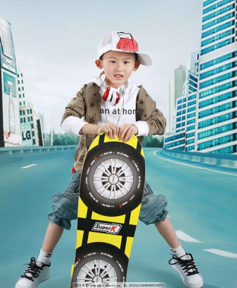 滑板少年 儿童服装摄影 滑板 活泼 男孩 阳光 帅气 春秋装 艺术照