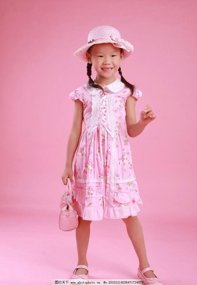 小女孩 太阳帽 花裙 小辫子 粉红 小包 粉红皮鞋 儿童 可爱精灵 儿童