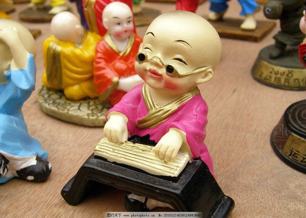 可爱的小泥人玩具 雕像图片