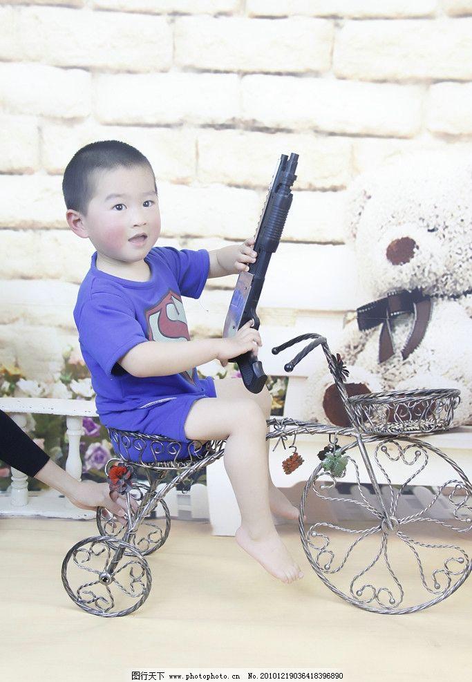 骑车小男孩图片