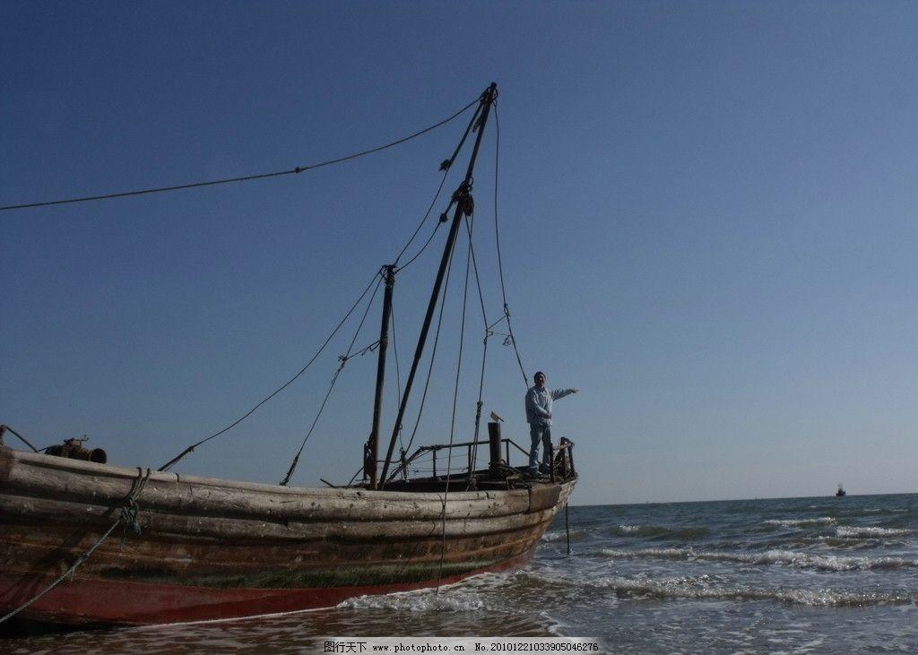 秦皇岛北戴河海边的船图片