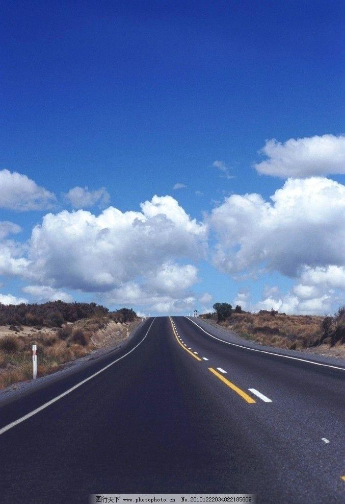 天空和路 天空 白云 马路 公路 蓝色 自然风景 自然景观 摄影 72dpi