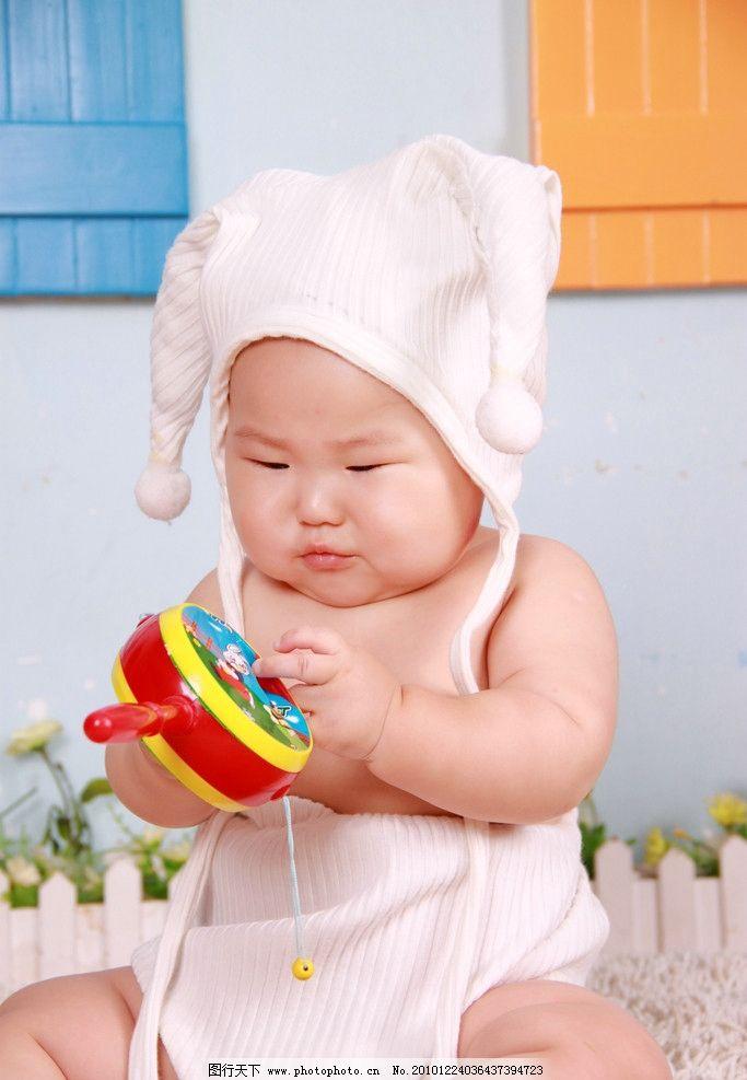 宝宝 可爱 宝贝 baby 小孩 孩子 幼儿 爬行 微笑 幼稚 白色 帽子 天真