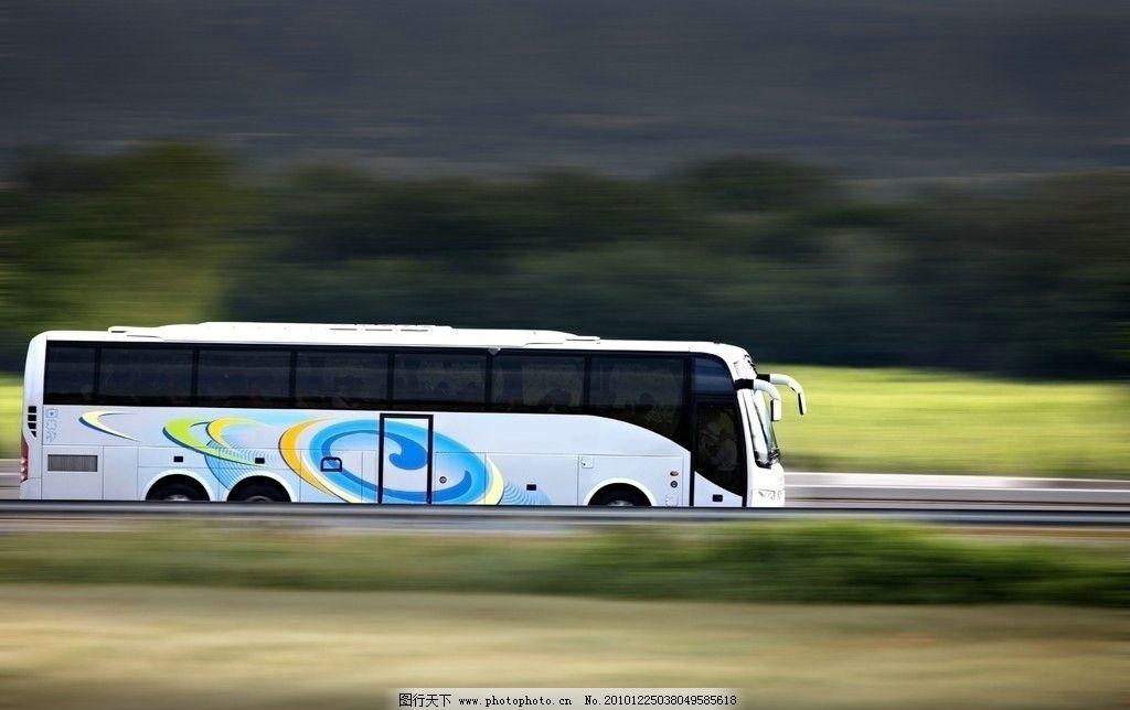 公交车 汽车 大巴 巴士 bus 高速行驶的大巴 公交 高速 交通运输 交通