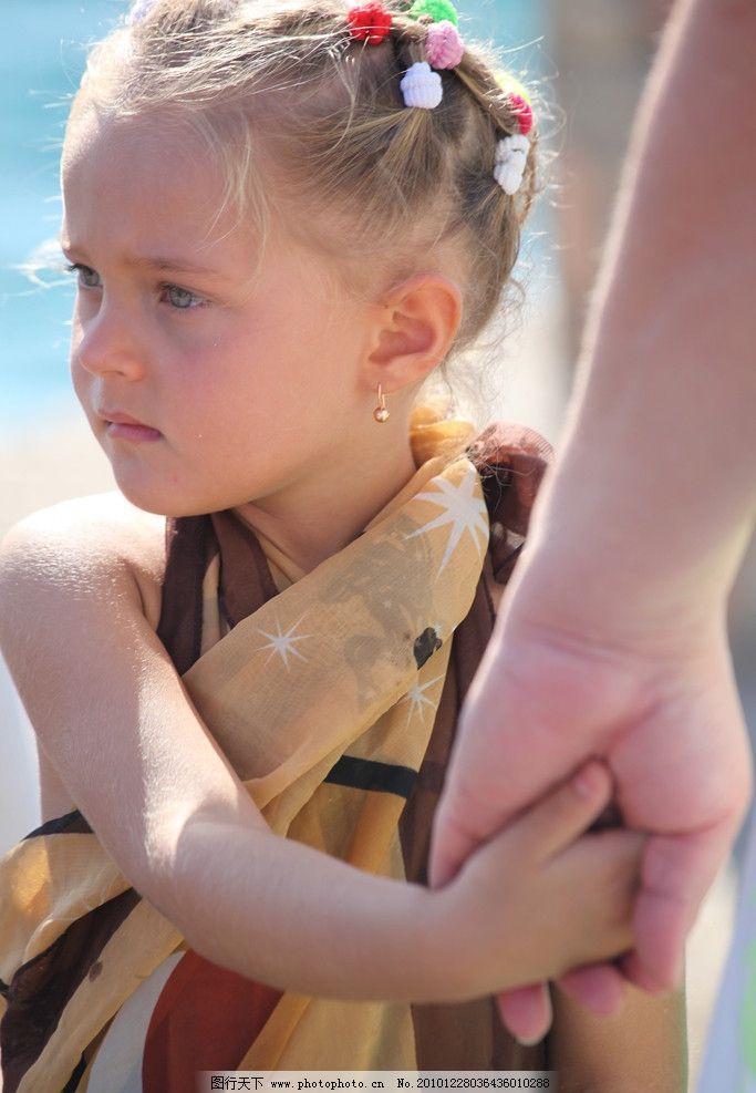 欧洲女孩 欧洲 小女孩 可爱 忧郁 美女 温馨 牵手 大手牵小手 儿童